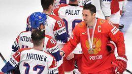 26 мая. Братислава. Россия - Чехия - 3:2 Б. Капитан сборной России Илья Ковальчук - автор победного буллита в матче за 3-е место - после встречи за бронзу благодарит за игру чешских хоккеистов.