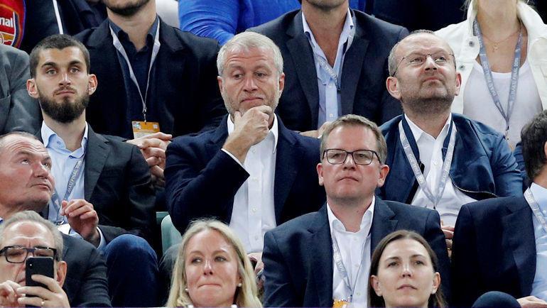 Роман Абрамович (в центре) и Александр Чигиринский (справа). Фото Reuters