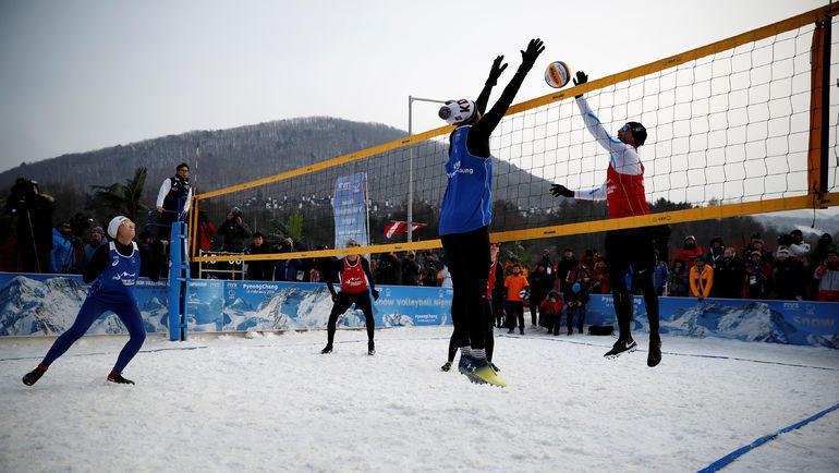 Сууровый снежный волейбол. Фото AFP