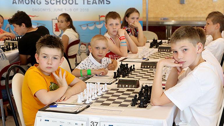 В составе команды 4 игрока (не менее 1 девушки) в возрасте 14 лет и моложе. Участники сыграют 9 туров по швейцарской системе. Фото Этери Кублашвили