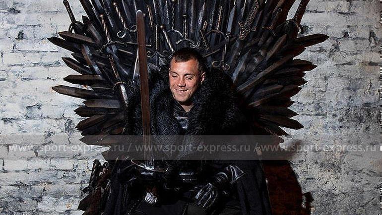 """Артем Дзюба на фотосессии """"СЭ"""" в образе Короля Севера. Фото """"СЭ"""""""