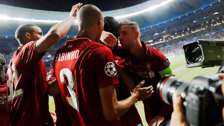 """1 июня. Мадрид. """"Тоттенхэм"""" - """"Ливерпуль"""" - 0:2. Дивок Ориги принимает поздравления от одноклубников."""