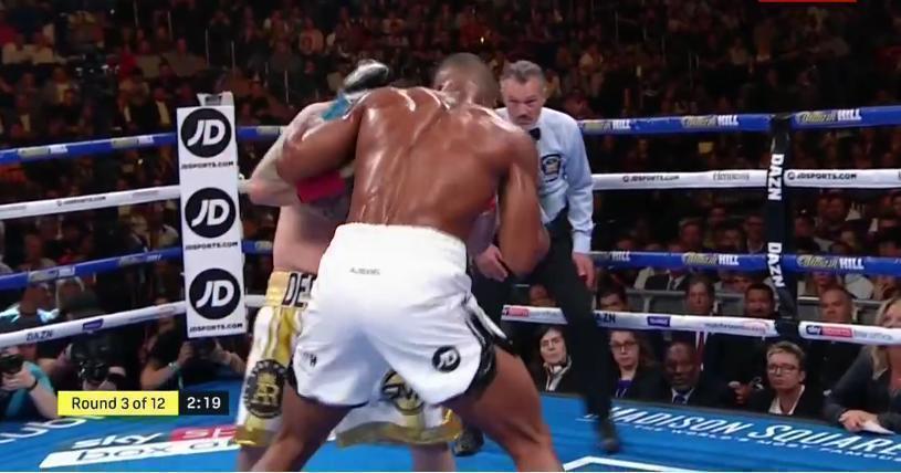 Руис атакует Джошуа.