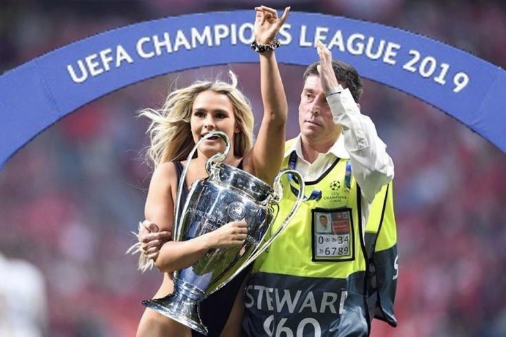 """1 июня. Мадрид. Прорыв женщины в купальнике на поле в финале Лиги чемпионов """"Тоттенхэм"""" - """"Ливерпуль""""."""