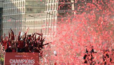 Триумфальное красное море в Ливерпуле. Чемпионский парад победителя Лиги чемпионов