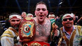 Откуда взялся толстяк, побивший Энтони Джошуа. В боксе впервые чемпион с пивным пузом