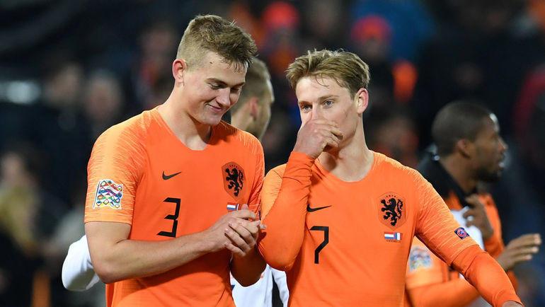 Игроки сборной Голландии Маттейс де Лигт (слева) и Френки де Йонг (справа). Фото REUTERS
