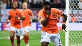 6 июня. Гимарайнш. Голландия - Англия - 3:1 д.в. Квинси Промес празднует гол.