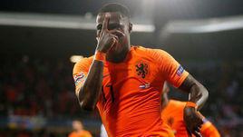 6 июня. Гимарайнш. Голландия - Англия - 3:1. Квинси Промес после гола.