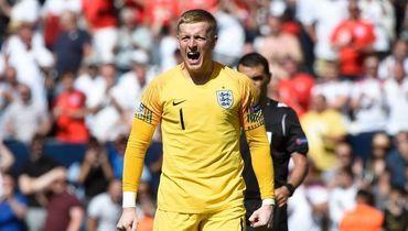 Англия научилась выигрывать по пенальти. А ее вратарь еще и забивает 11-метровые