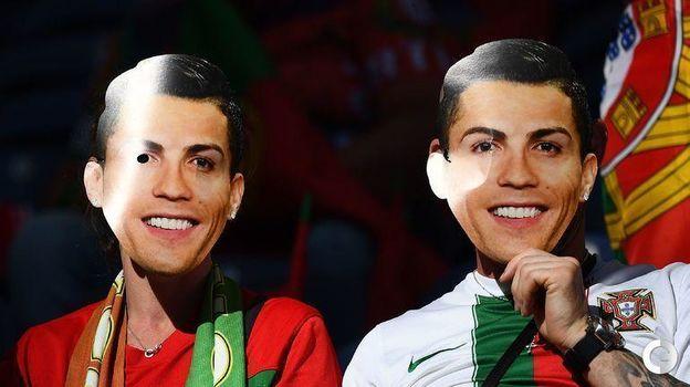 9 июня. Порту. Португалия - Голландия - 1:0. Фанаты Криштиану Роналду. Фото AFP