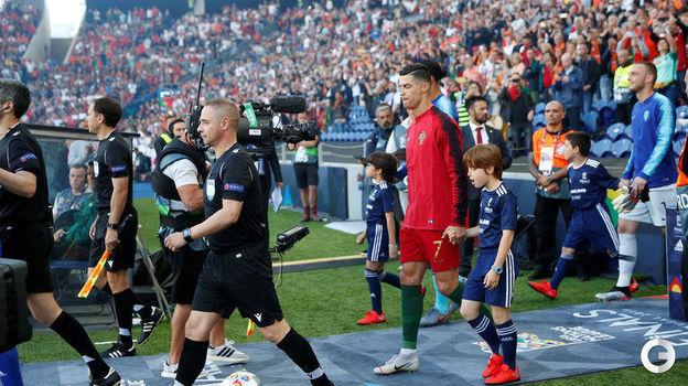 9 июня. Порту. Португалия - Голландия - 1:0. Криштиану Роналду выходит на финал. Фото REUTERS
