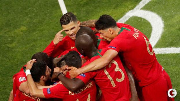 9 июня. Порту. Португалия - Голландия - 1:0. Радость футболистов сборной Португалии. Фото REUTERS