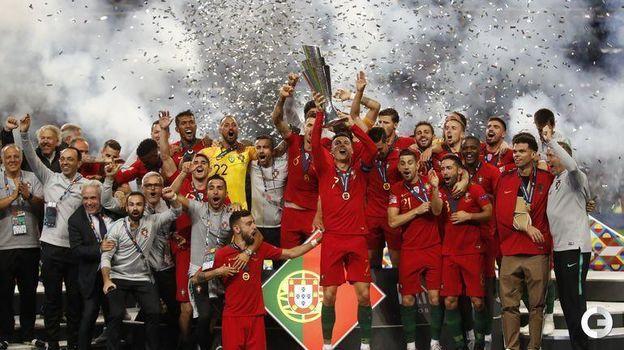 9 июня. Порту. Португалия - Голландия - 1:0. Кубок Лиги наций в руках Криштиану Роналду. Фото Reuters
