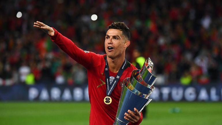 9 июня. Порту. Португалия - Голландия - 1:0. Криштиану Роналду с кубком Лиги наций. Фото AFP