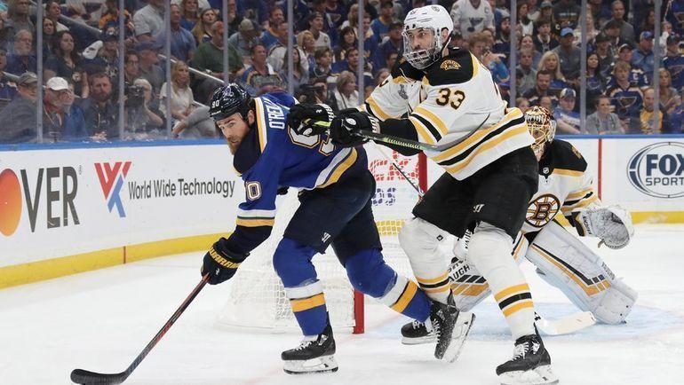 """""""Сент-Луис"""" - """"Бостон"""" - 1:5. Райан О'Райлли (слева) и Здено Хара. Фото НХЛ"""