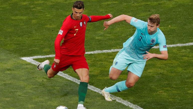 9 июня. Порту. Португалия - Голландия - 1:0. Криштиану Роналду против Матейса де Лигта. Фото Reuters