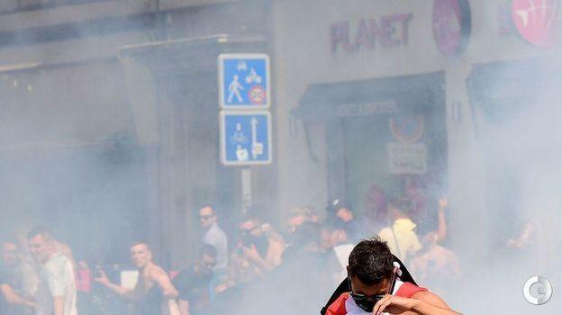 11 июня 2016 года. Марсель. Беспорядки с участием российских и британских фанатов. Фото AFP