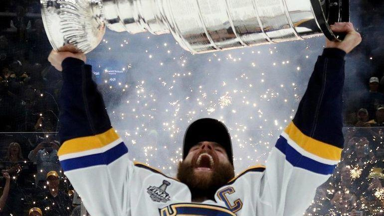 "Капитан ""Сент-Луиса"" Алекс Пьетранжело. Фото twitter.com/NHLonNBCSports"