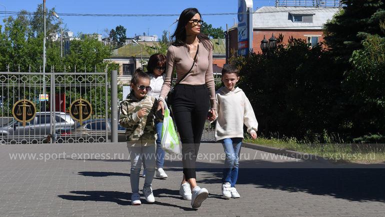 """Алана Мамаева приехала на апелляцию в Мосгорсуд вместе с детьми. Фото """"СЭ"""""""