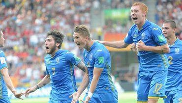 15 июня. Лодзь. Украина - Корея - 3:1. Украинские футболисты празднуют забитый мяч.
