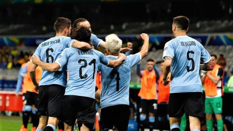 17 июня. Белу-Оризонти. Уругвай – Эквадор – 4:0. Уругвайцы празднуют гол. Фото twitter.com/Jasoninho10