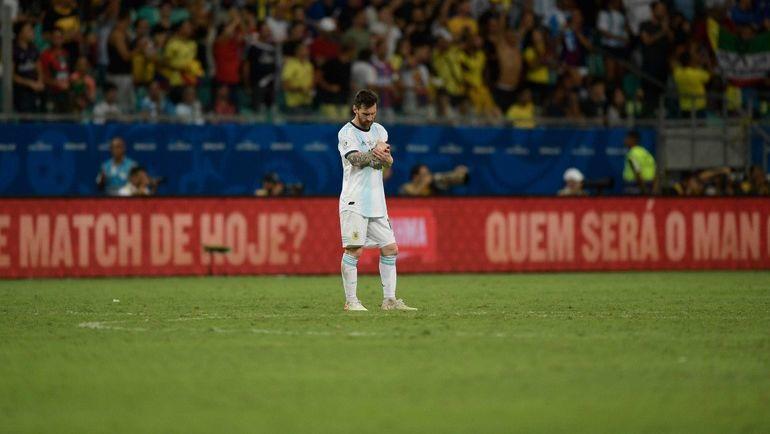 15 июня. Салвадор. Аргентина - Колумбия - 0:2. Лионель Месси во время игровой паузы. Фото AFP