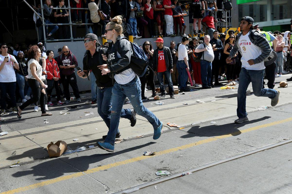 """Стрельба во время чемпионского парада """"Торонто"""". Подробности"""