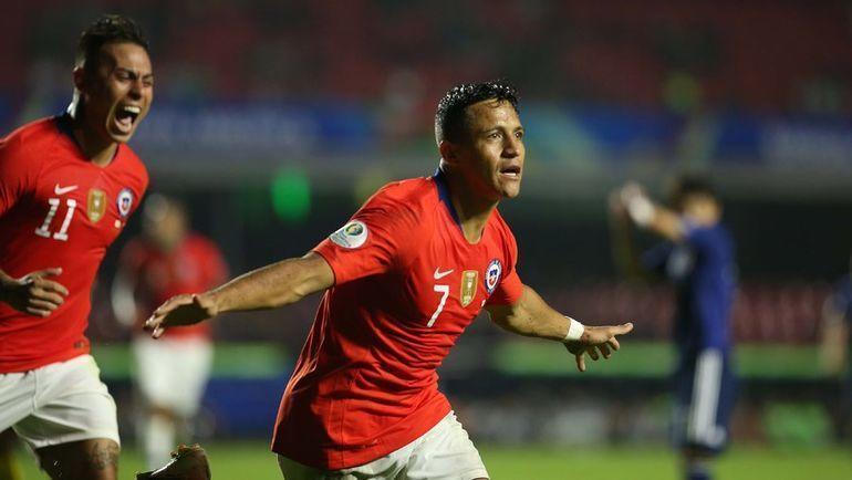 18 июня. Сан-Паулу. Япония - Чили - 0:4. Алексис Санчес празднует забитый мяч. Фото AFP