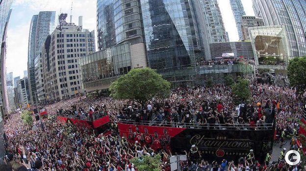 18 июня. Торонто. Чемпионский парад
