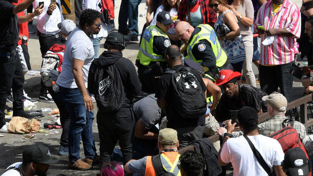 18 июня. Торонто. Беспорядки во время чемпионского парада