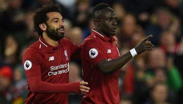 """26 апреля. Ливерпуль. """"Ливерпуль"""" - """"Хаддерсфилд Таун"""" - 5:0. Мохамед Салах и Садьо Мане празднуют забитый мяч."""