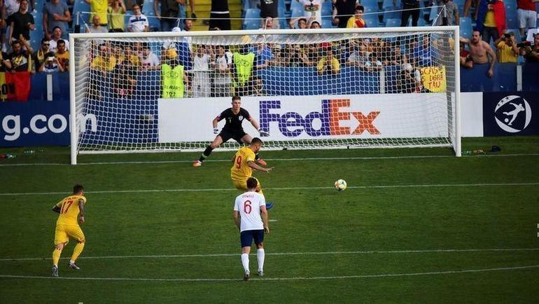 21 июня. Чезена. Англия - Румыния - 2:4. 76-я минута. Румынский форвард Джордже Пушкаш (№9) открывает счет. Фото УЕФА