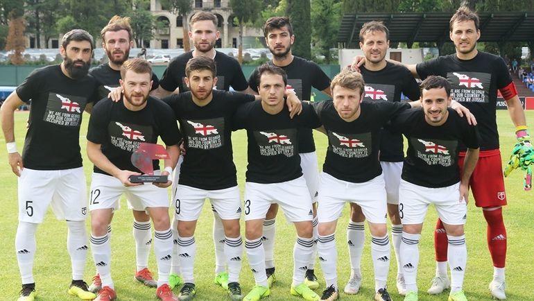"""Надар Кавтарадзе (первый справа в первом ряду). Фото ФК """"Торпедо"""" Кутаиси"""