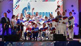 22 июня. Минск. Президент ОКР Станислав Поздняков (в центре) с российскими призерами первого дня Игр.