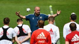 Усилит ли новый лимит сборную России? На фото - главный тренер национальной команды Станислав Черчесов.