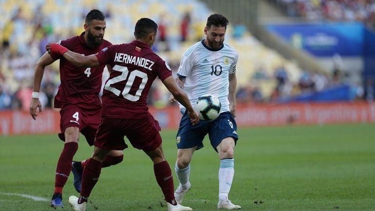 28 июня. Рио-де-Жанейро. Венесуэла - Аргентина - 0:2. Месси с мячом. Фото https://twitter.com/Argentina