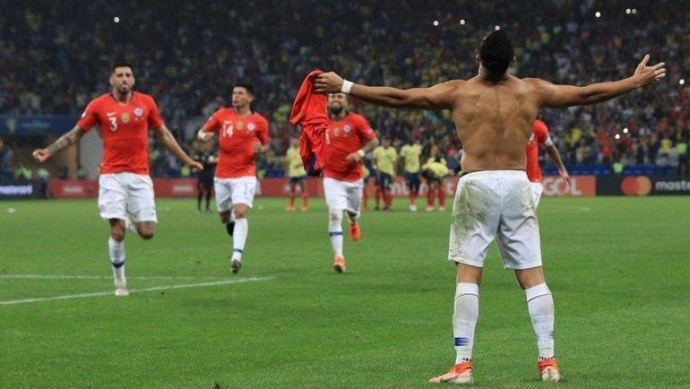 29 июня. Сан-Паулу. Колумбия - Чили - 0:0, пенальти - 4:5. Чилийцы празднуют победу. Фото twitter.com