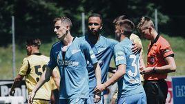 """29 июня. Кирхдорф. """"Гонвед"""" - """"Зенит"""" - 0:3. Лука Джорджевич (слева) после гола с пенальти."""