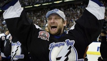 Один из самых знаменитых вратарей России возвращается в большой хоккей