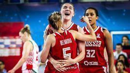 Радость игроков женской сборной России по баскетболу.