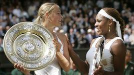 3 июля 2004 года. Лондон. Мария Шарапова обыграла Серену Уильямс в финале Уимблдона - 6:1, 6:4.