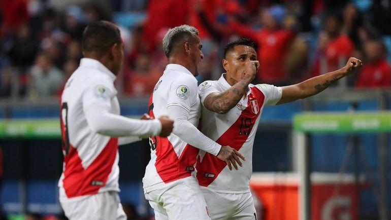 4 июля. Порту-Алегри. Чили - Перу - 0:3. Радость перуанцев. Фото twitter.com/SeleccionPeru