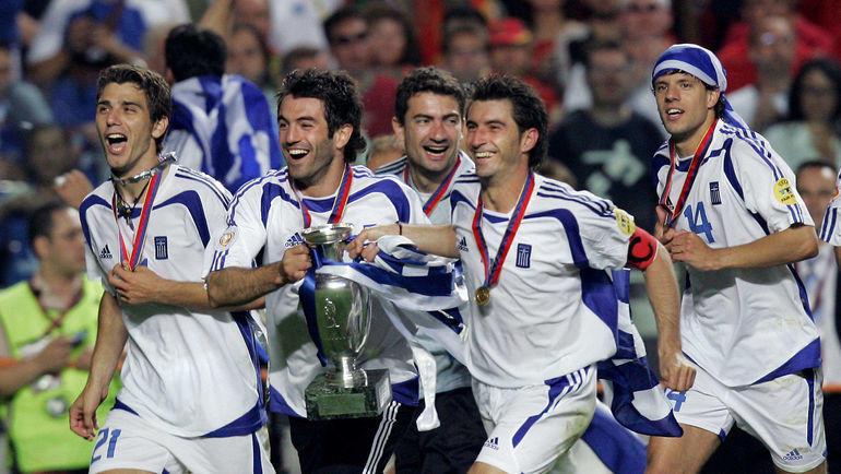 4 июля 2004 года. Лиссабон. Португалия - Греция - 0:1. Греки празднуют победу. Фото AFP