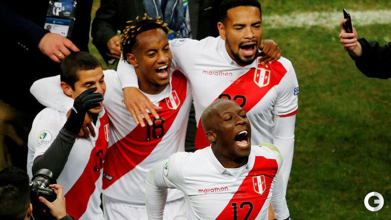 4 июля. Порту-Алегри. Чили - Перу - 0:3. Перуанцы празднуют выход в финал.