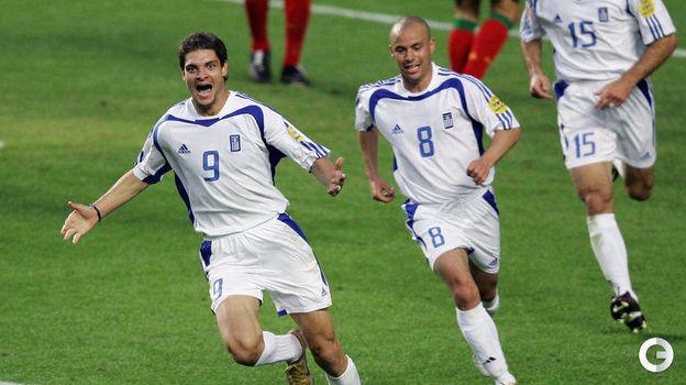 4 июля 2004 года. Лиссабон. Португалия - Греция - 0:1. Ангелос Харистеас празднует гол. Фото AFP