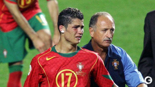 4 июля 2004 года. Лиссабон. Португалия - Греция - 0:1. Криштиану Роналду и Луиз Фелипе Сколари. Фото AFP