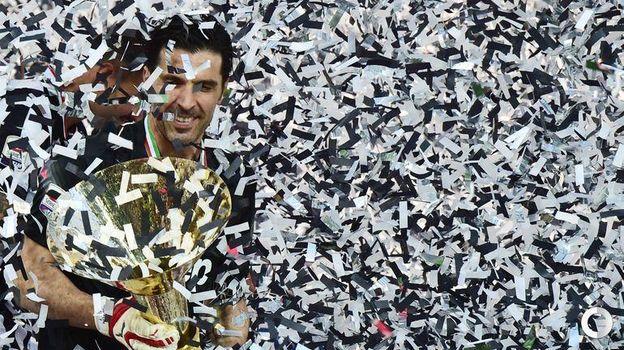 2015 год. Джанлуиджи Буффон празднует чемпионство. Фото AFP