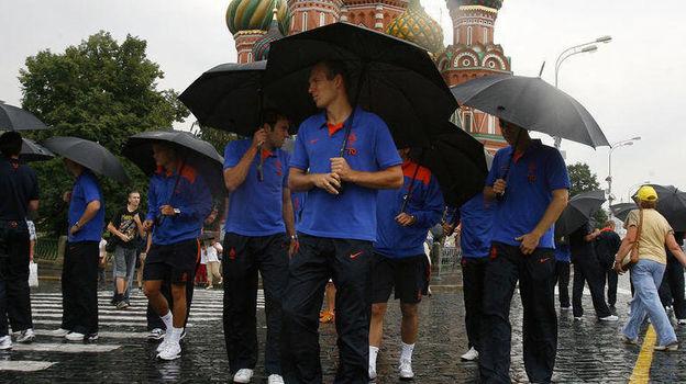 2008 год. Арьен Роббен с партнерами по сборной Голландии гуляет на Красной площади. Фото Алексей Иванов