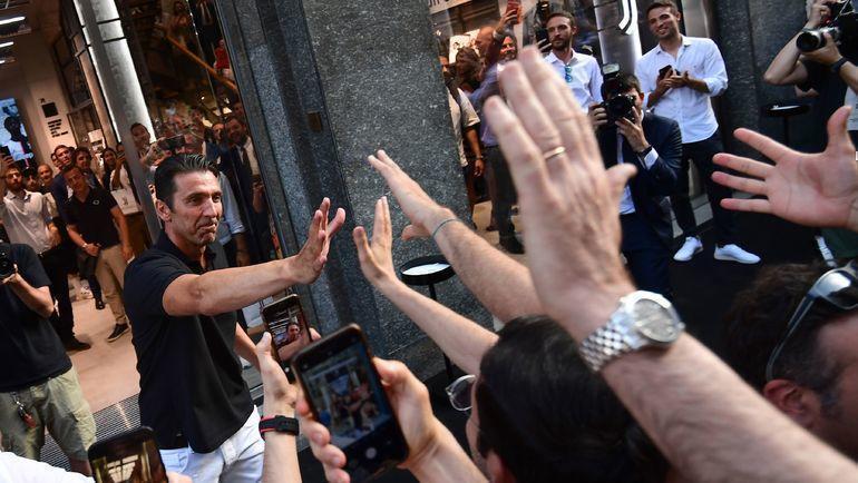 """4 июля. Турин. Джанлуиджи Буффон вернулся в """"Юве"""". Фото AFP"""